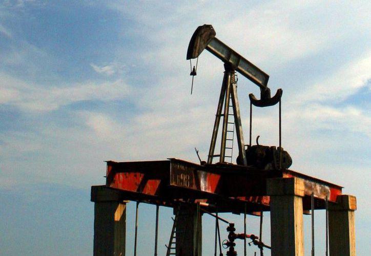 El 'fracking' consiste en inyectar a presión de líquidos en el terreno para fracturar las rocas donde se encuentran los yacimientos de petróleo. (EFE)