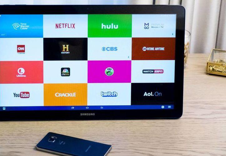 El Galaxy View funciona bajo el sistema operativo Android, tiene una memoria expandible externa hasta 128 gigabytes y una batería con duración de ocho horas. (theverge.com)