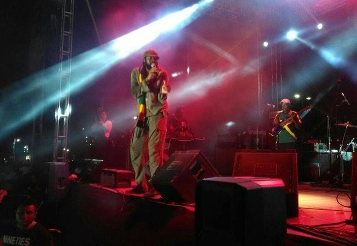 Los integrantes de la agrupación jamaiquina Inner Circle prendieron el ambiente la noche del sábado en el Reggae Fest 2016. (Ángel Castilla/SIPSE)
