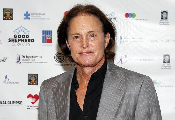 Bruce Jenner fue demandado este jueves por homicidio culposo tras un accidente de auto en el que murió una mujer. (AP)