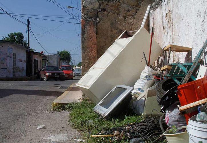 Este sábado y domingo habrá campaña masiva de descacharrización en comisarías de Mérida. La imagen es de contexto. (Milenio Novedades)