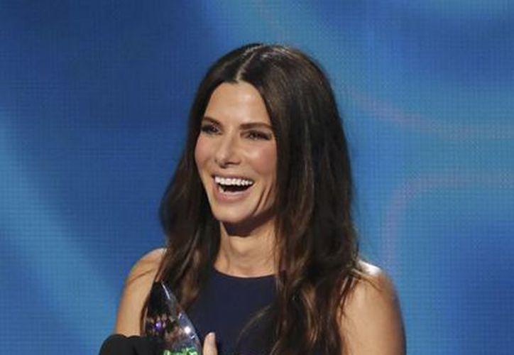 La actriz Sandra Bullock fue la primera ganadora de la noche. (Agencias)