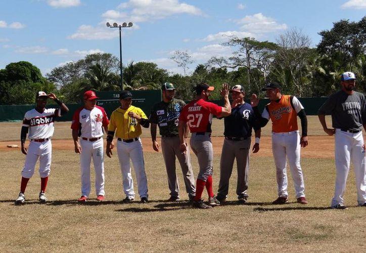 En el partido de exhibición participaron Oscar Rivera, Saíd Gutiérrez, Oswaldo Morejón, Línder Castro y Luis Borges. (Milenio Novedades)