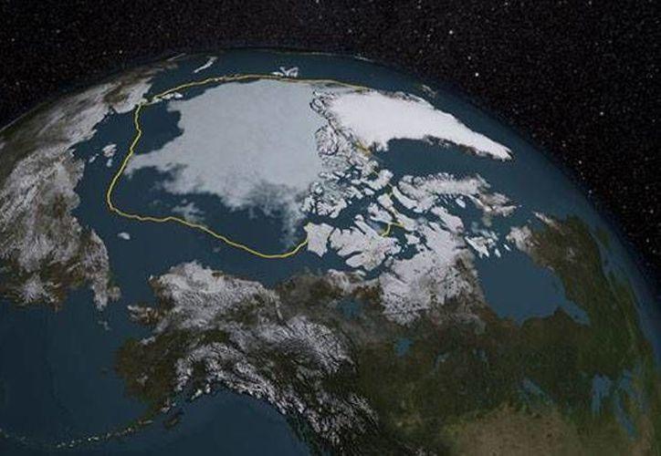 El descenso se ha acelerado desde 1996 y las 10 tasas mínimas de extensión de hielo se han obtenido en los últimos 11 años. (NASA)