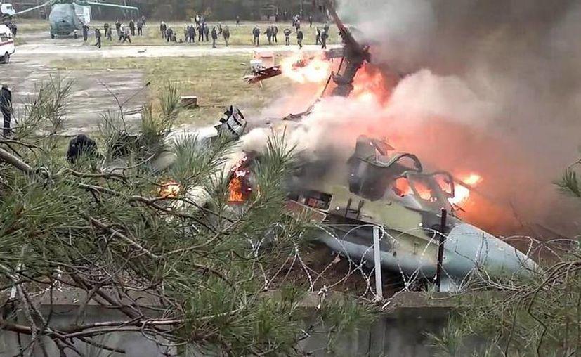 Según los datos preliminares, los depósitos de combustible explotaron al impactar contra el suelo. (twitter.com/RT_russian)