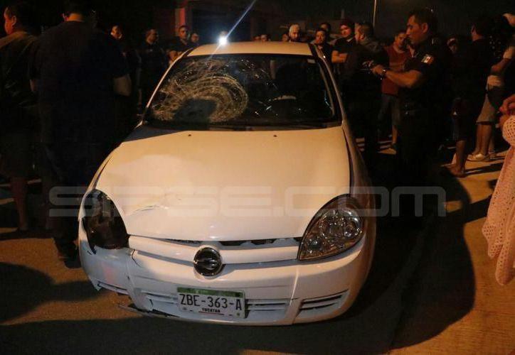 Así dejó su vehículo el conductor que  atropelló al niño de 11 años, quien se encuentra grave. (SIPSE)