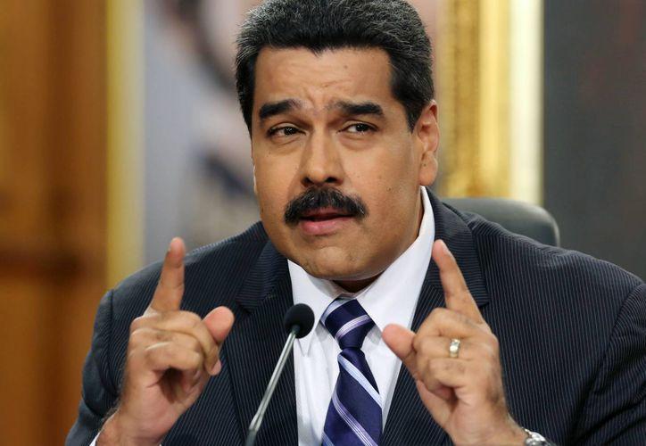 El presidente de Venezuela, Nicolás Maduro, habla en una conferencia de prensa en el Palacio Miraflores de Caracas, este 30 de diciembre de 2014. (Foto: AP)