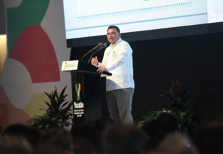Empresarios, mandatarios y productores coincidieron en señalar como positivo el tercer informe del gobernador Rolando Zapata. (Jorge Acosta/SIPSE)