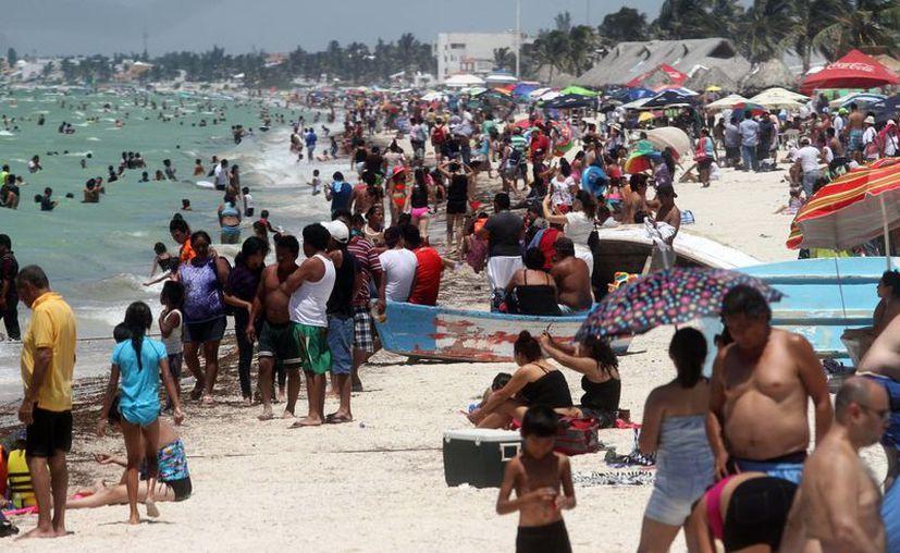 Este domingo las playas de Yucatán recibieron a cerca de 50 mil visitantes. (Milenio Novedades)