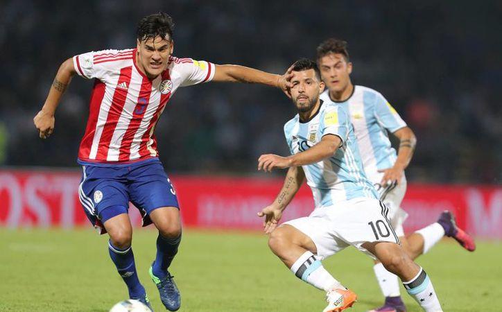 Argentina sigue de capa caída. Perdió como local ante Paraguay y es quinta en eliminatoria mundialista a falta de ocho partidos. (EFE)