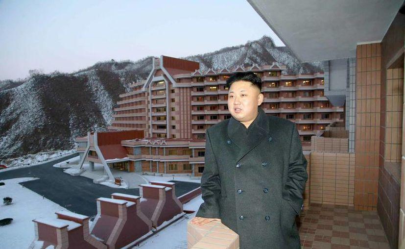 El líder norcoreano, Kim Jong-un, realizó su segunda aparición publica en la estación de esquí de Masik, desde la ejecución de su tío Jang Song-thaek. (EFE)