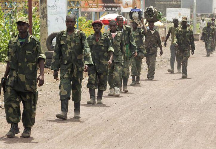 Grupo de rebeldes del M23 abandonando la ciudad de Goma, al este de la República Democrática del Congo. (Archivo/EFE)