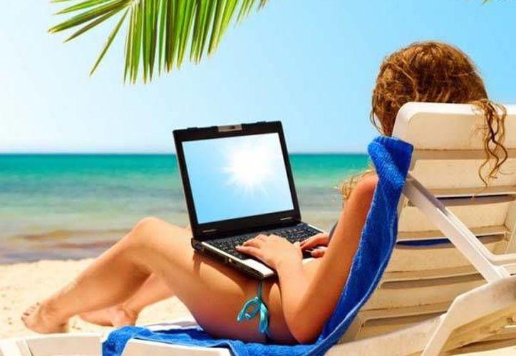 Evita hacer comentarios en redes sociales de dónde te encuentras de vacaciones. (Contexto/Internet)