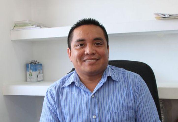 Laureano Chulin Uc, director de Educación, dijo que la construcción de la escuela podría iniciar en marzo del 2013. (Lanrry Parra/SIPSE)