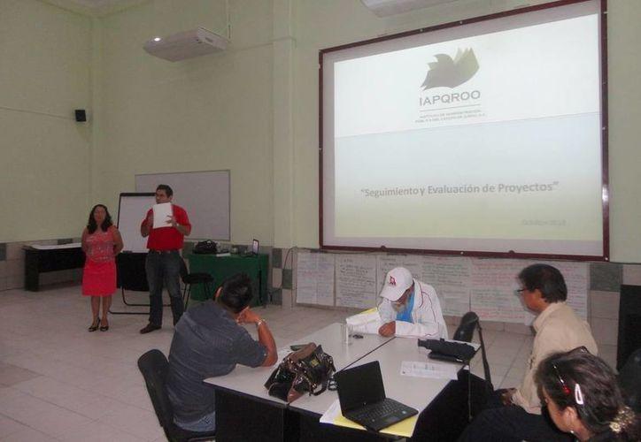 """La capacitación se realizó en el aula """"Reforma de Estado"""" de las instalaciones del Iapqroo. (Redacción/SIPSE)"""
