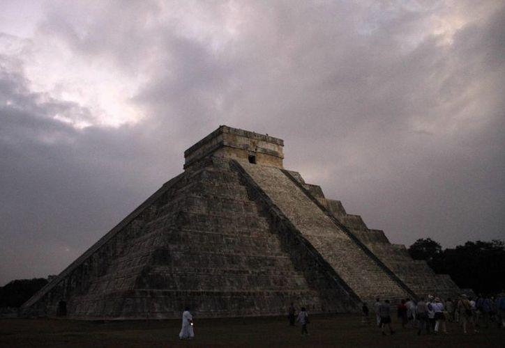 El nuevo hallazgo en el Castillo de Kukulcán abre la posibilidad de nuevas investigaciones sobre los mayas puros, es decir, aquellos que no se habían mezclado con civilizaciones anteriores. (Imágenes: INAH/ Associated Press)