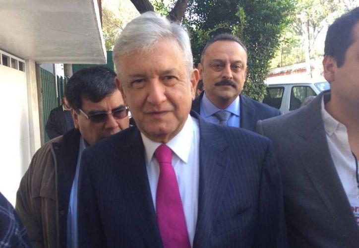 Andrés Manuel López Obrador, visiblemente más delgado, durante su llegada al Consejo Nacional del Movimiento de Regeneración Nacional. (Foto tomada de @BBeatrizGM)