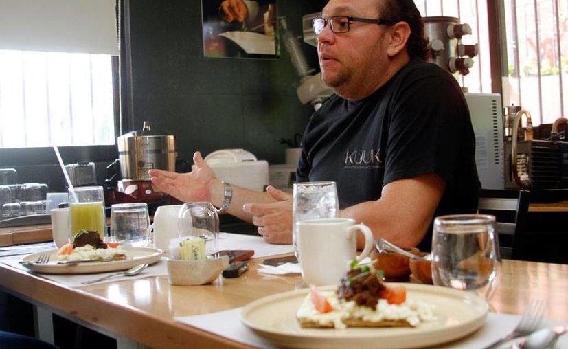Pedro Evia Puerto está convencido de que el turismo gastronómico es una fortaleza para Yucatán, y todos los días se esfuerzo en comprobarlo. (César González/Milenio Novedades)
