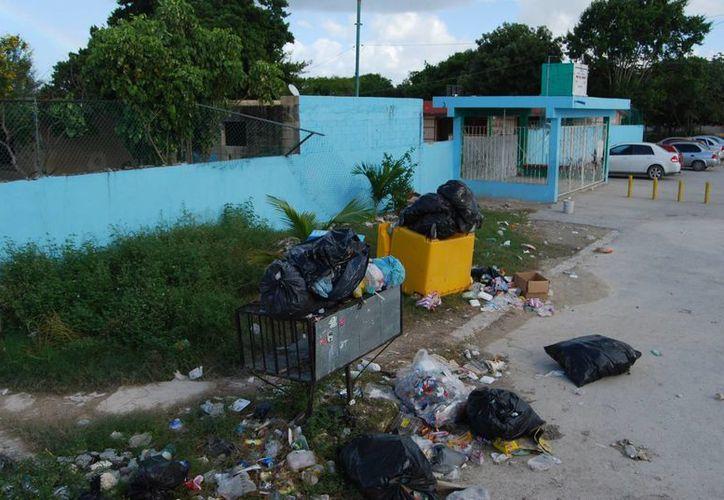 En la última semana de agosto pasado se generaron montones de basura. (Tomás Álvarez/SIPSE)