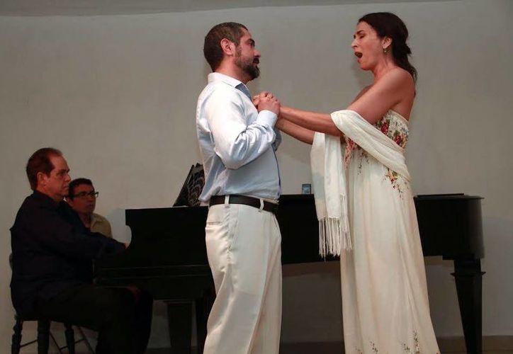 Arturo Martín hizo dueto con Mía Monforte  en el Centro Cultural del Patronato Pro Historia Peninsular (Prohispen). (Jorge Acosta/Milenio Novedades)