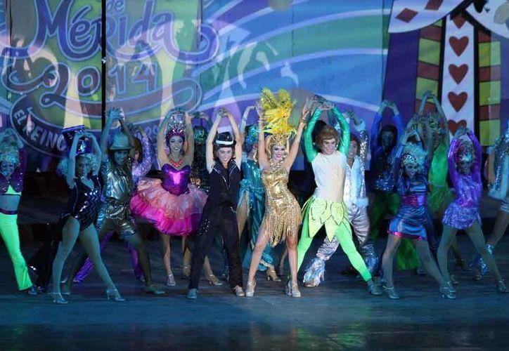 Mañana inicia oficialmente la fiesta del Carnaval de Mérida 2014 con la quema del mal humor. Imagen de la coronación de los reyes. (Archivo/Milenio Novedades)
