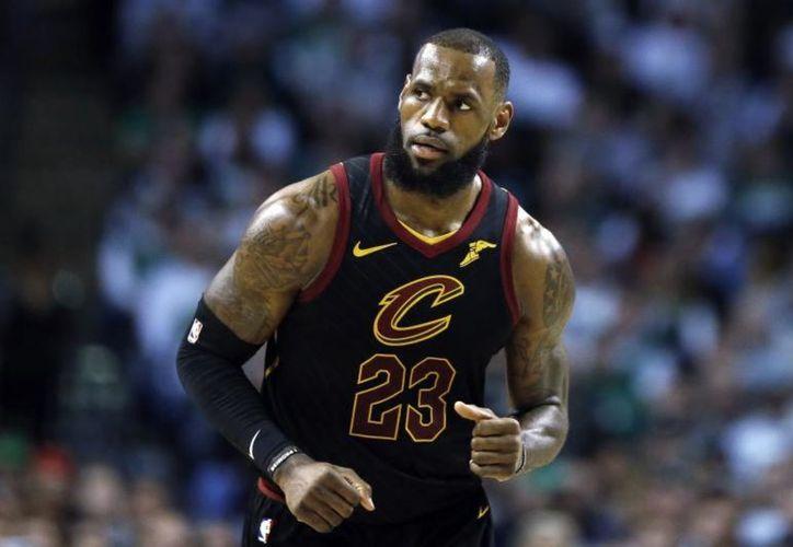 LeBron James, estrella de los Cavaliers y su socio de SpringHill Entretainment, Maverick Carter, producen la nueva versión de 'House Party'. (Contenido/ Internet)