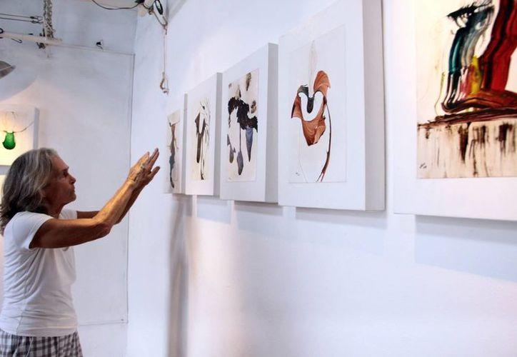 La artista plástica argentina expondrá  25 composiciones en técnica mixta, que consta de elegantes imágenes abstractas que miden 40 por 31 cms. (Milenio Novedades)