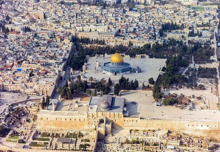 Mientras este incendio ocurría, el presidente palestino Mahmoud Abbas expresaba en un comunicado su solidaridad por el siniestro en París. (Agencia Reforma)