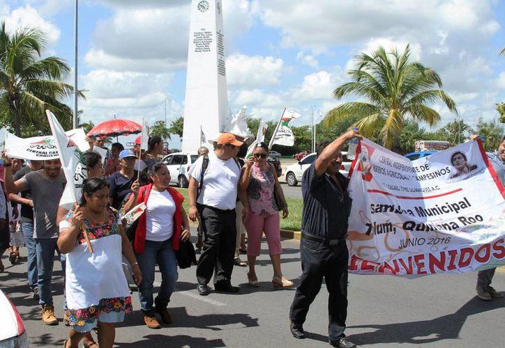 Líderes de la Central Campesina Cardenista de Quintana Roo, marcharon aye en apoyo al movimiento Nacional Campesino Indígena.  (Carlos Horta/SIPSE)