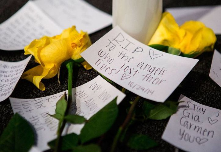 Murió Gia Soriano, estudiante heridas durante una balacera en una escuela secundaria de Seattle, Washington. La imagen es de los mensajes de apoyo a víctimas y familiares de los alumnos heridos, en una iglesia de Marysville, donde está ubicada la institución educativa. (AP)