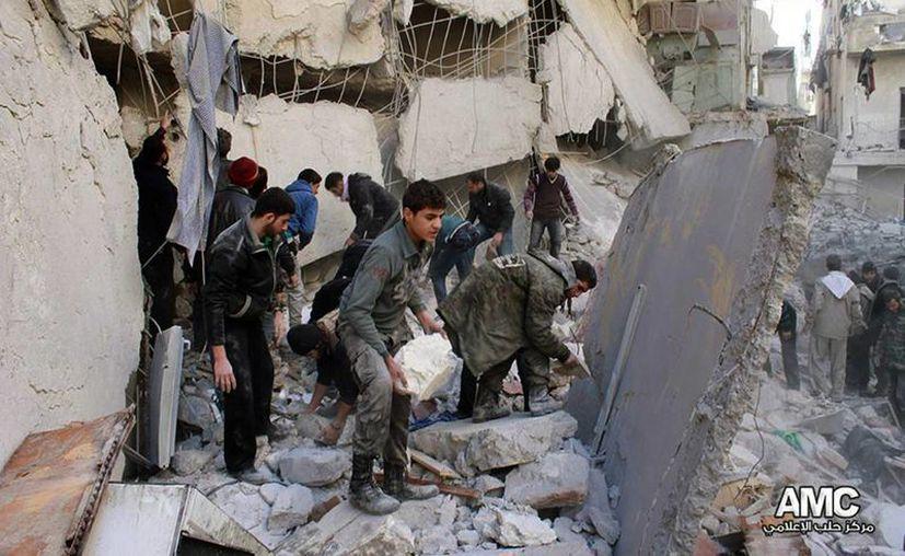 Al menos 1,900 personas, incluso al menos 430 civiles, murieron en Siria sólo en estos ocho días de negociaciones, dijeron los activistas. (Agencias)
