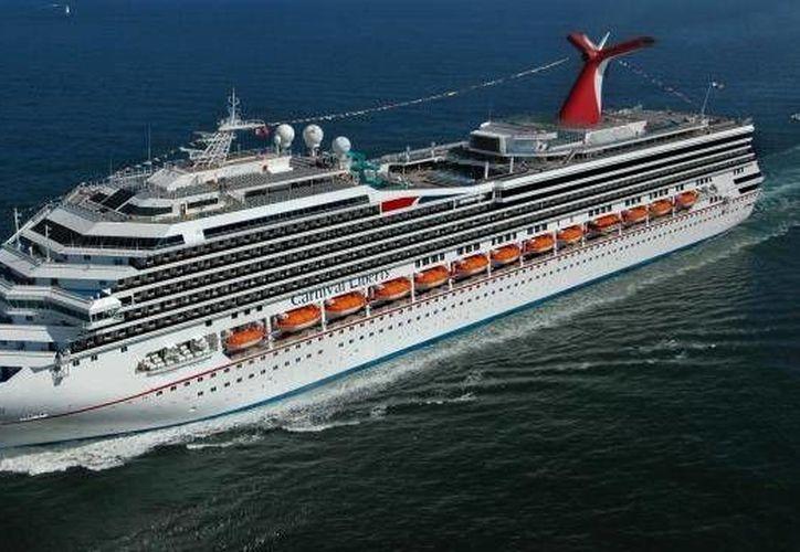 En esta ocasión más turistas que llegaron en el Carnival Triumph se animaron a bajar al puerto de Progreso, Yucatán. (SIPSE)