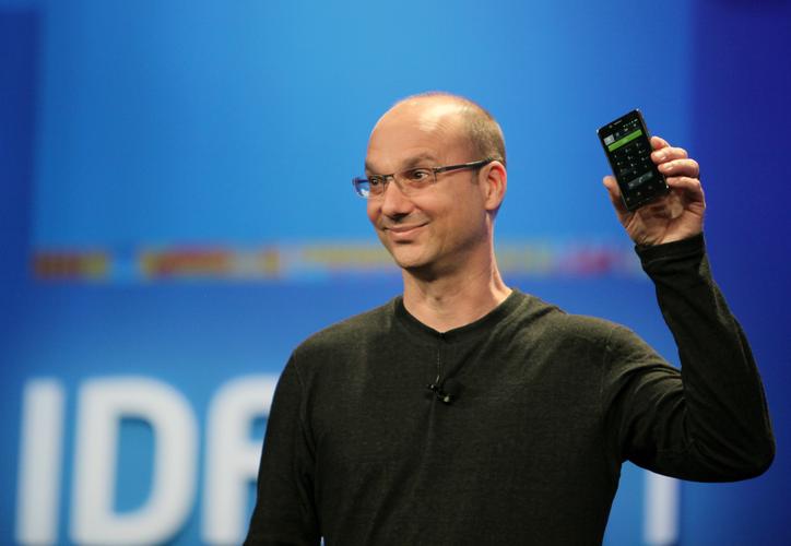 Andy Rubin revela su posible nuevo diseño de teléfono. (xataka.com)