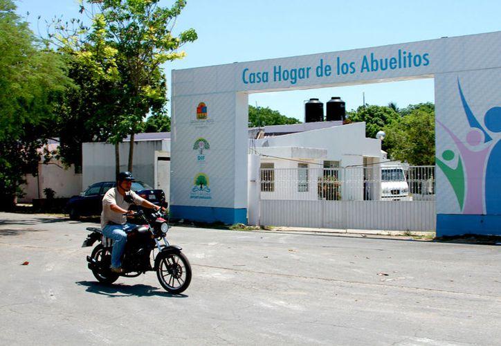 Hace un mes aproximadamente, el personal se manifestó en contra de Noé Cabrera Ramírez, director a quien acusaron de no tener la experiencia necesaria para ocupar el cargo. (Foto: Ángel Castilla / SIPSE)