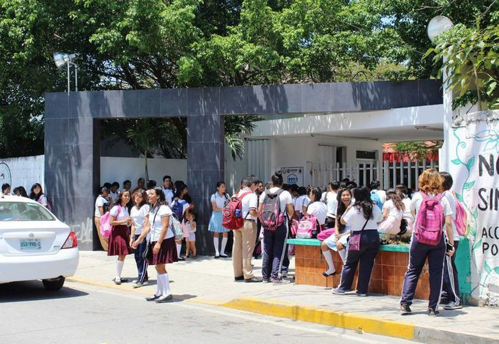 Las escuelas de Playa del Carmen reportan sobrecupo. (Octavio Martínez/SIPSE)