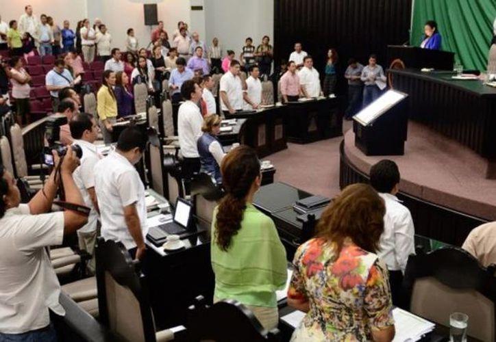 El Pleno de la XIV Legislatura aprobó el Presupuesto de Egresos para 2014. (Cortesía/SIPSE)