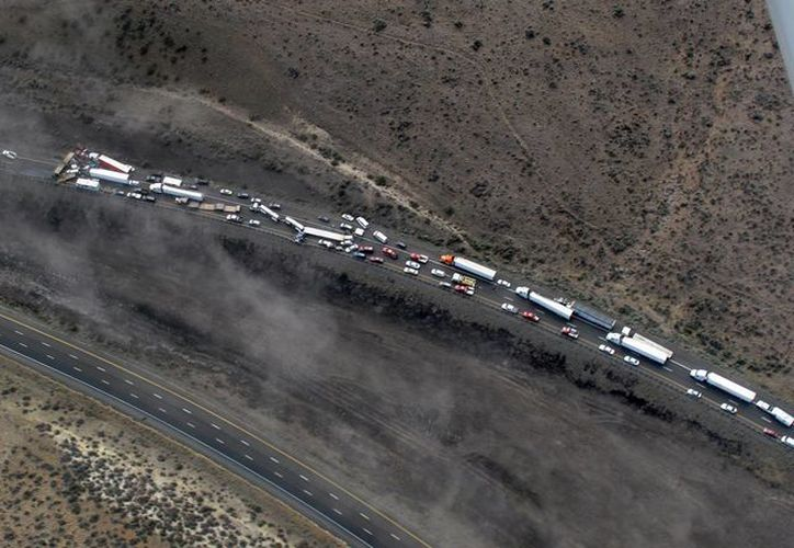 Imagen aérea que muestra el choque múltiple en la autopista Interestatal 90. (Foto AP/Patrulla Estatal de Washington)