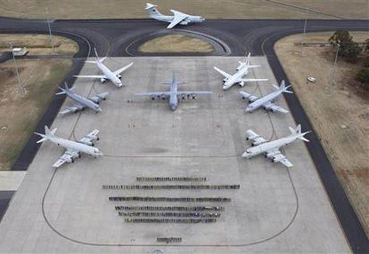 Aviones y tripulaciones de las aeronaves que participan en la búsqueda del avión perdido de Malaysia Airlines. (Agencias)
