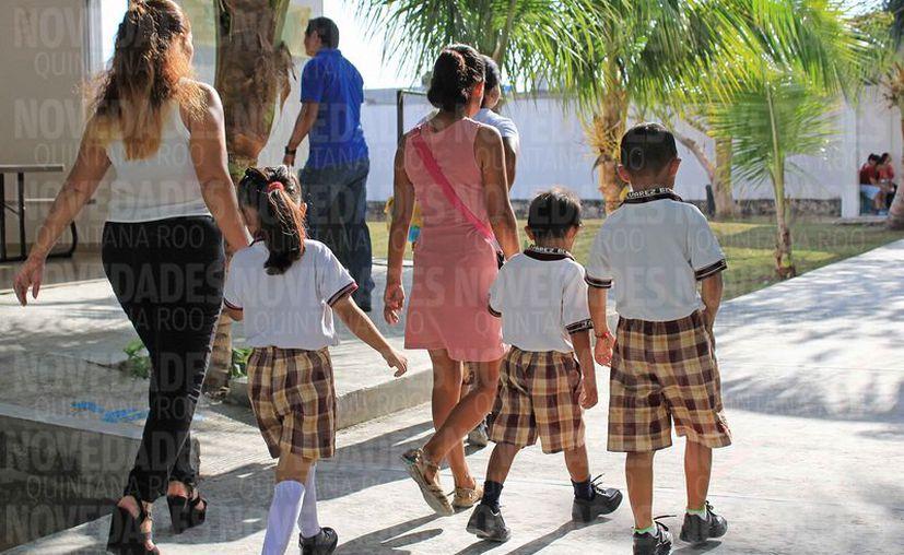 Apoyarán a las familias con el proyecto de dotación de uniformes. (Jesús Tijerina/SIPSE)