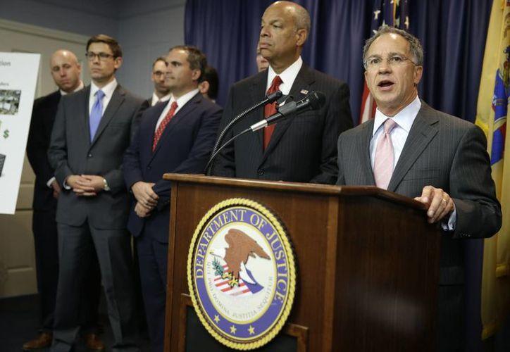 El fiscal federal de Nueva Jersey, Paul Fishman, declaró que este es un fraude sin precedentes cuya investigación inició desde hace cinco años. (AP)