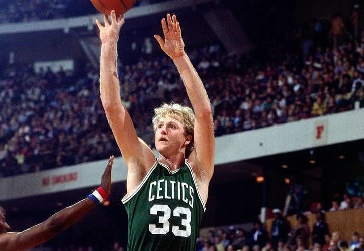 Larry Bird, uno de los mejores canasteros de triples en la NBA, ganó tres concursos de triples en el marco de los Juegos de Estrellas. (mysanantonio.com)