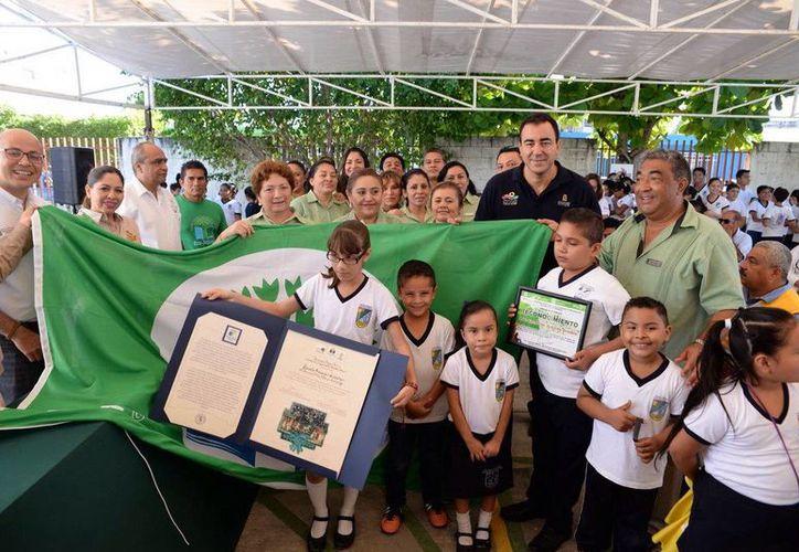 Las escuelas galardonadas tienen una buena práctica de las actividades ecológicas y medioambientales. (Redacción/SIPSE)