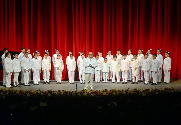 El público disfrutó la actuación de los grupos invitados. (Milenio Novedades)
