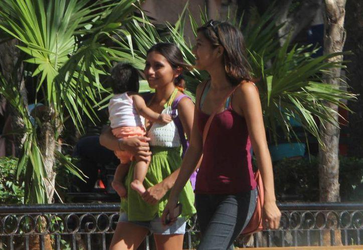 Los niños resienten más los cambios bruscos de temperatura. (José Acosta/SIPSE)
