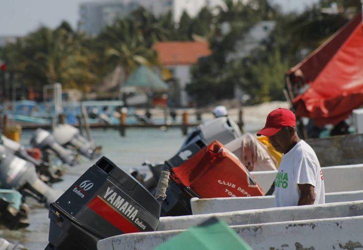 Embarcacioens pequeñas y medianas de transportación y pesca han reanudado sus actividades. (Jesús Tijerina/SIPSE)