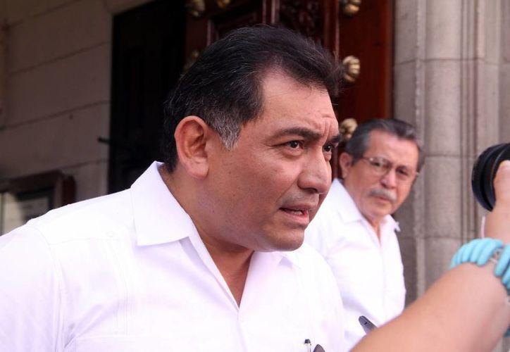El secretario de Gobierno, Víctor Caballero Durán, no descarta que el gobernador Rolando Zapata Bello realice, como el año pasado, un evento público para dar a conocer el Segundo Informe de su gobierno. (Milenio Novedades)