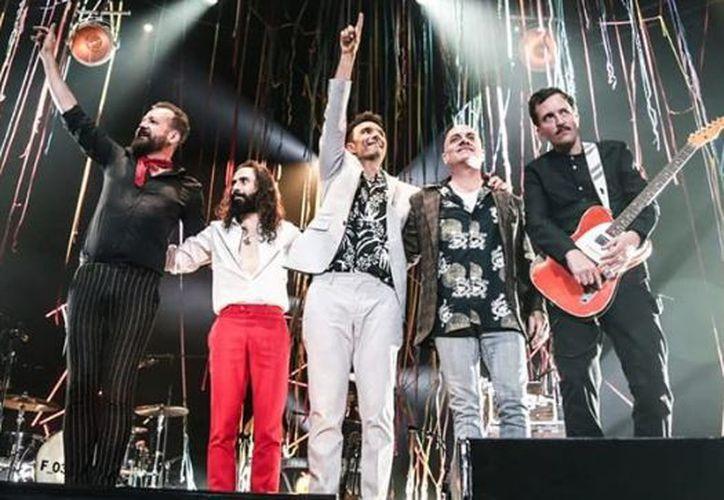En el Palacio de los Deportes la banda de rock alternativo hizo un repaso por sus éxitos. (Instagram)