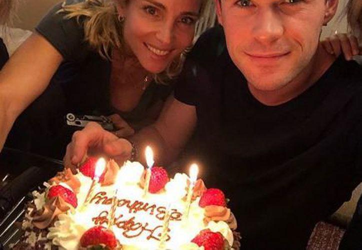 Chris Hermsworth publicó una foto en Instagram posando junto a su esposa, Elsa Pataky. (Instagram)