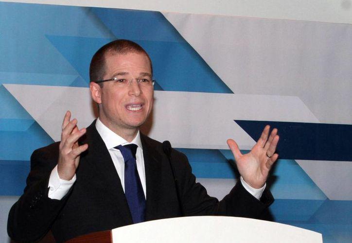Ricardo Anaya aseguró que el PAN se pronuncia por bajar los impuestos para impulsar la generación de empleos. (Archivo/Notimex)