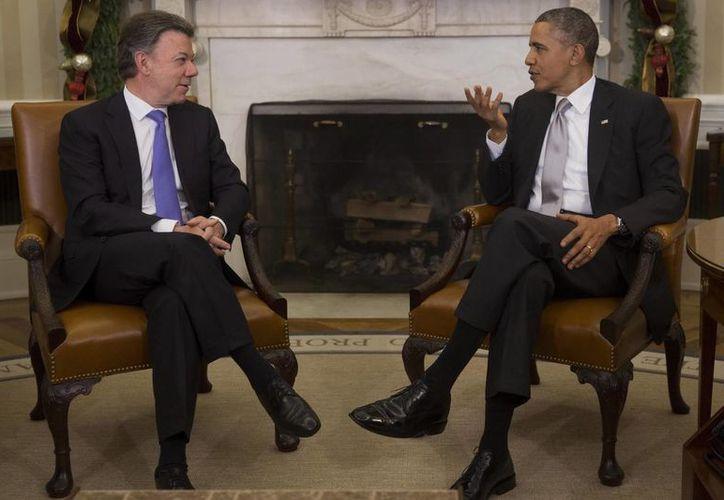 El presidente de Colombia, Juan Manuel Santos, y el mandatario de EU, Barack Obama, se reunieron en el Despacho Oval de la Casa Blanca. (EFE)
